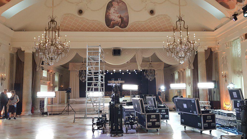 FilmspbTV rodaje en un palacio en Rusia