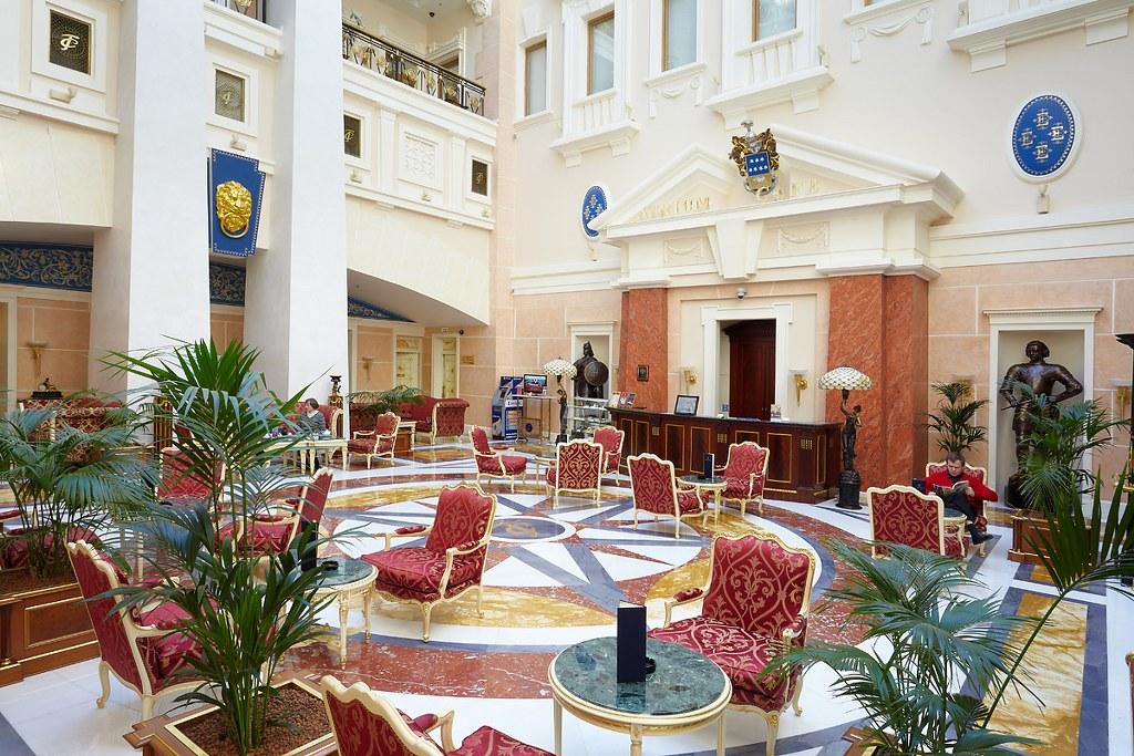 Servicios de alojamiento en San Petersburgo y Moscu