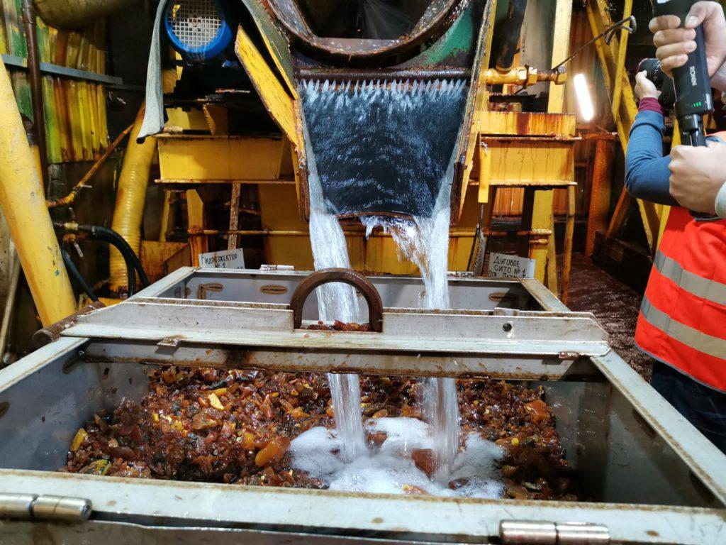 filmando la cantera y la planta de ambar en rusia